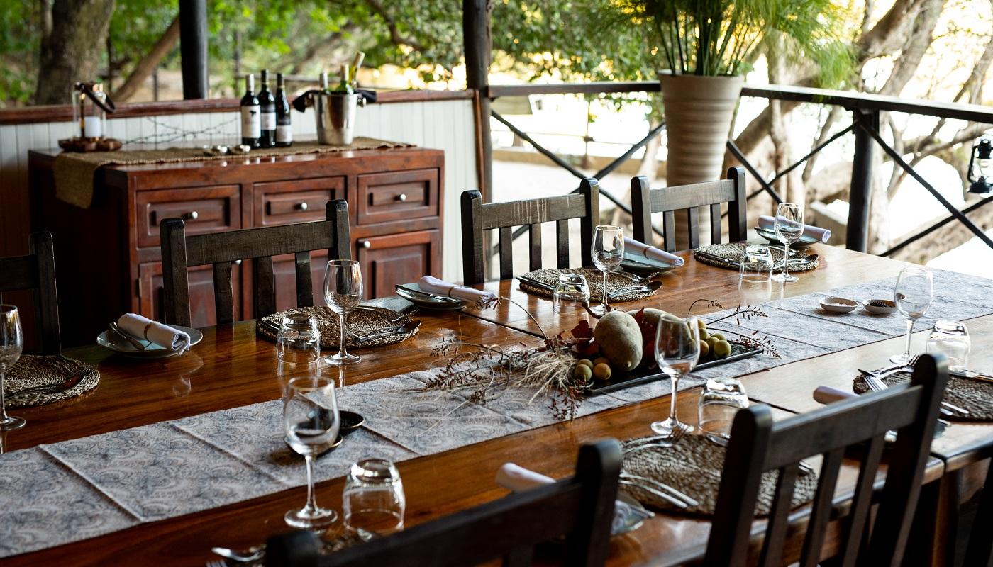 Dining at Ichingo Game Lodge